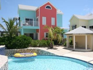 Designer Villa, in Tranquil and Beautiful East End - East End vacation rentals