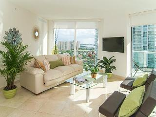 SUNNY ISLES SPECTACULAR BRAND NEW 5 STAR CONDOMINIUM!! LUXURY 3 BEDROOMS WATERFRONT !! - Sunny Isles Beach vacation rentals