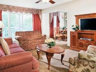 Kingsgate living room - GREAT RATES! 3Bdrm Near Williamsburg attractions! - Williamsburg - rentals