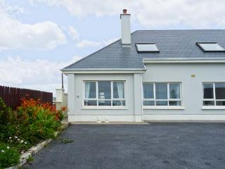 THE MEWS romantic retreat, open fire, close to beach in Lahinch Ref 19736 - Lahinch vacation rentals