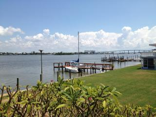 Charming beach cottage located on Estero Bay. - Fort Myers Beach vacation rentals
