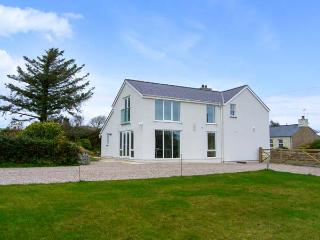 BRON GORS, detached cottage with woodburner, granite worktops, en-suites, 5 acres of pasture, in Edern, Ref 14643 - Morfa Nefyn vacation rentals