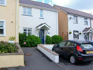 SWALLOWS, enclosed patio, parking, close to beaches in Saundersfoot, Ref 17458 - Saundersfoot vacation rentals