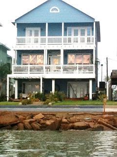 Beautiful Bay Front Home next to Kemah Boardwalk - Kemah vacation rentals