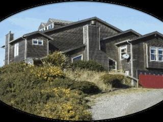 Spacious House with Deck and Internet Access - Bandon vacation rentals