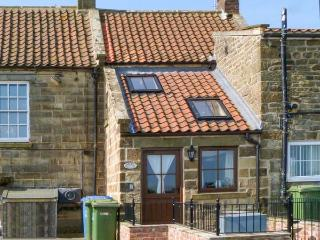 HOLME COTTAGE, character features, WiFi, multi-fuel stove, dog-friendly cottage in Ugthorpe, Ref. 23126 - Ugthorpe vacation rentals