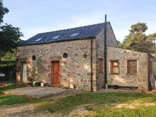 HIGH CROFT, romantic detached cottage with woodburner, grounds, Matlock Ref 28843 - Derbyshire vacation rentals