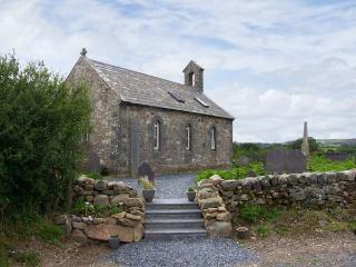 EGLWYS ST CYNFIL, church conversion near coast, character, quality, 1 acre grounds, Penrhos, Pwllheli Ref 17499 - Aberdaron vacation rentals