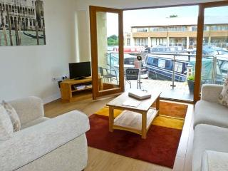 10 SWAN HOUSE, hiking, boating and golf nearby, off road parking, with balcony, near Carnforth, Ref 17552 - Carnforth vacation rentals