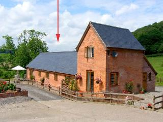 TALOG BARN, welcoming, pet friendly barn conversion, working farm, ideal walking and cycling spot, in Tregynon, Ref 18228 - Mid Wales vacation rentals