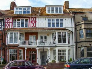 BIRCH HOUSE, large property, en-suites, open fire, near beach in Cromer, Ref - Cromer vacation rentals