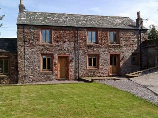 BRAMBLE COTTAGE, luxury barn conversion, with AGA, roll-top bath, woodburning stove, and games room, in Birkby, Ref 19363 - Maryport vacation rentals