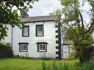 ORCHARD COTTAGE, 400 year old cottage, with woodburner, garden, pet welcome, in Bolton, Appleby, Ref 19688 - Shap vacation rentals