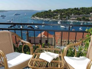 Cozy 2 bedroom Hvar Condo with A/C - Hvar vacation rentals