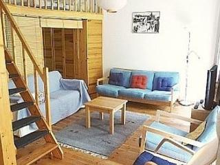 Vacation Apartment in Berlin - 560 sqft, central, quiet, classical (# 3188) - Berlin vacation rentals