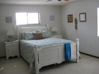 Nice Condo with Deck and Internet Access - Sarasota vacation rentals