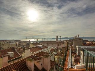 Apartment in Lisbon 242 - Bica/Bairro Alto - managed by travelingtolisbon - Costa de Lisboa vacation rentals