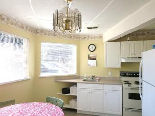 Parksville,   sleep 7 guests . accept small dogs - Parksville vacation rentals