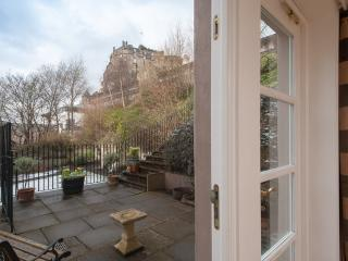 Castle Wynd , Old Town, 150m to Edinburgh Castle - Edinburgh vacation rentals