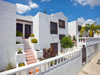 COLUMBUS APARTMENTS, Central Puerto del Carmen - Arrecife vacation rentals
