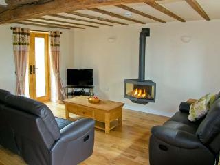 THE OLD CIDER MILL, character cottage near Ludlow, patio, near walks, in Caynham Ref 16683 - Caynham vacation rentals