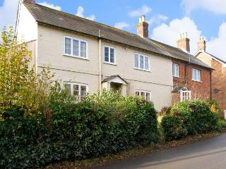 LINDEN LEA, detached, pet friendly cottage with garden in Child Okeford, Ref 7195 - Sherborne vacation rentals