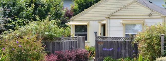 Sweet Home Stay Pet-Friendly 2 BD Near Plaza & HSU - Arcata vacation rentals