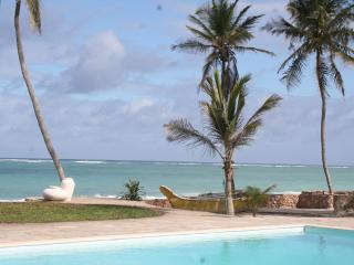 Baharini, Diani,  3 bedroomed Cottage on beach - Diani vacation rentals