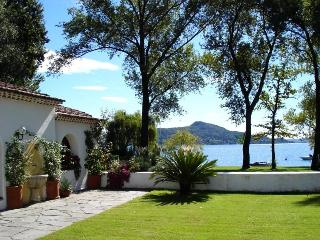 Lakeside wonderful cottage with garden by the lake - Lesa vacation rentals