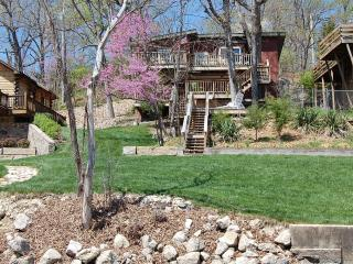 TREE HOUSE & Luxury Log Cabin 20% Off Boat Rent - Lake Ozark vacation rentals