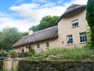 GINGERBREAD COTTAGE thatched cottage, next to kennels in Tallow Ref 10182 - Tallow vacation rentals