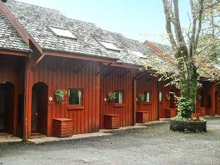 YEW, upside down pet friendly cottage, shared grounds inc. play area, close to beach, in Amroth Ref 15426 - Amroth vacation rentals