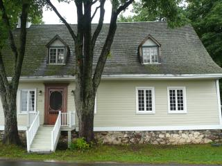Beautiful 4 bedroom House in Ile d'Orleans with Internet Access - Ile d'Orleans vacation rentals