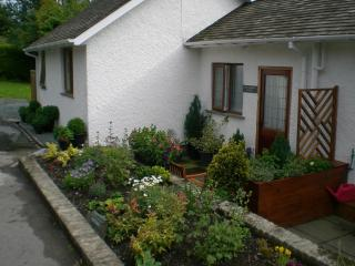 Romantic 1 bedroom Ambleside Cottage with Deck - Ambleside vacation rentals
