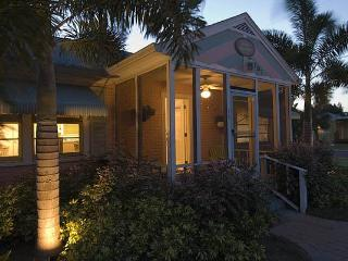 Gulfport Palm Cottage  - 3 houses from beach - Gulfport vacation rentals