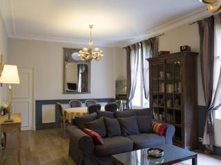 Charming 19th century 2 bedroom apartment 6 + Baby - Cinq Mars la Pile vacation rentals