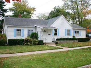 Shorely Heaven- Weekly stays begin on Sundays - South Haven vacation rentals