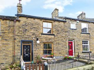 CHAPEL VIEW, village location, woodburner, garden, in Haworth, Ref 11966 - Haworth vacation rentals