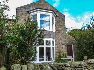 SUNNYBRAE EAST COTTAGE, village location, open fire, garden, in Healaugh, Ref - Reeth vacation rentals