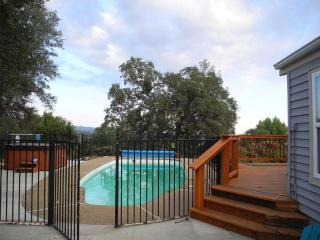 Knarly Oaks Pool House, spa, pool, views ,5 acres - Yosemite National Park vacation rentals