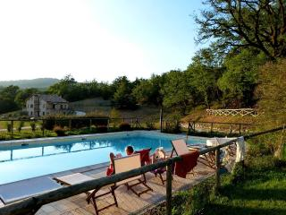 Nice House in Valtopina with Internet Access, sleeps 8 - Valtopina vacation rentals