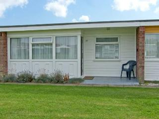 BEACH ROAD CHALET, near beach, shared grounds and swimming pool, in Great Yarmouth, Ref 18705 - Norfolk vacation rentals