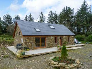 BALLYDUFF, detached cottage, with off road parking, dog friendly, decked area, in Tralee, Ref 19837 - Tralee vacation rentals