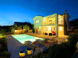 3 Bedroom Grand Villa Corali - Trapezaki vacation rentals