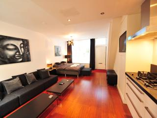 Centra III - Spacious and luxury private Dutch House in old city center of Amsterdam, sleeps 6 - Amsterdam vacation rentals