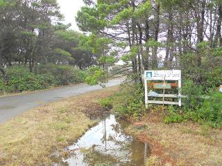 Bray's Point Ocean Front Beach House - sleeps 15 - Waldport vacation rentals