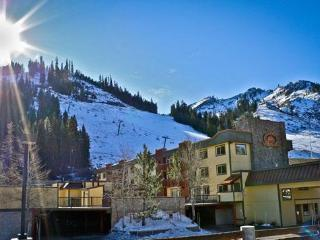 Ski in/ski out with fireplace, hot tub, lodge feel - Olympic Valley vacation rentals