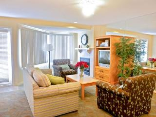 A gem one block from beach trail, cafes, pier - San Clemente vacation rentals