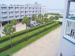 Excellent condo in close proximity to all Galveston has to offer! - Galveston vacation rentals
