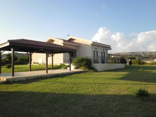 Palm trees villa with 4 bedrooms & swimming pool - Maroni vacation rentals